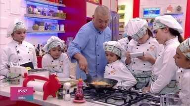 Workshop Harumaki - O chef Carlos Ohata ensina os super chefinhos a preparar rolinho primavera e outros harumakis