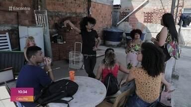 Sala improvisada em comunidade ajuda jovens a chegar à universidade - No complexo da Maré, Rio de Janeiro, alunos enfrentam todas as dificuldades para estudar e conseguir aprovação em universidades públicas