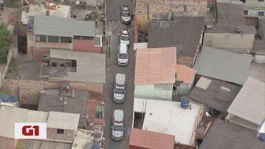 Três suspeitos de tráfico são presos em flagrante em operação conjunta na Ventosa, em BH - Um dos detidos é apontado como chefe do tráfico em um dos pontos da comunidade que fica na Região Oeste.