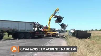 Casal morre em acidente envolvendo três caminhões na BR-158 - Colisão aconteceu no trecho de Tupanciretã.