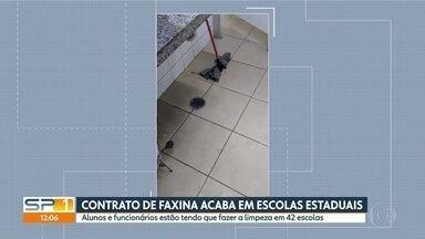 Estudantes e professores assumem limpeza de escolas em Taboão da Serra e Embu das Artes - Contrato com empresa acabou e licitação não ficou pronta a tempo.