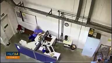 PF faz operação contra quadrilha que desviava drogas sintéticas vindas da Europa - De acordo com as investigações, ex funcionários dos Correios pegavam encomendas que chegavam no centro internacional da empresa, na região metropolitana de Curitiba.