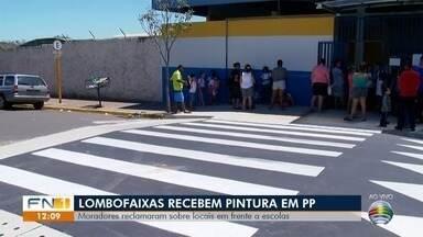 Lombofaixas recebem pintura de sinalização em Presidente Prudente - Trechos são destinados à travessia segura de pedestres.