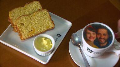 Tira uma xícara comigo? Cafeteria de Taubaté imprime foto em café - Tira uma xícara comigo? Cafeteria de Taubaté imprime foto em café