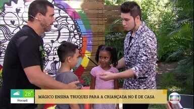 Mágico ensina truques para a criançada no 'É de Casa' - Kévin Iuassáki deixa todo mundo boquiaberto com suas mágicas impressionantes