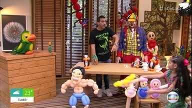 Palhaço Julim ensina a fazer bonecos usando bexigas - Louro José visita o 'É de Casa' e brinca com o palhaço que faz seus sósias