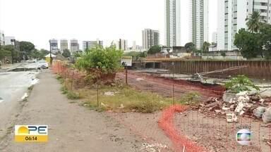 Ponte é demolida e altera o trânsito em Olinda - Obra faz parte dos serviços de alargamento do Canal do Fragoso.