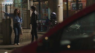 Capítulo de 22/10/2019 - Rui pede para passar um dia com Rita. Raíssa defende Nanda e discute com Anjinha. Thiago alerta Cléber sobre o risco de trabalhar com Nanda. Madureira denuncia a Marco a cobrança irregular de água. Cléber confronta Anjinha por conta de Nanda. Filipe surpreende Rita na porta do colégio. Madureira grava um vídeo denunciando a extorsão sofrida por sua ONG, e Daniel se preocupa.