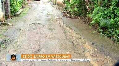 Zé do Bairro vai até Vassouras conferir reclamação de moradores - Problema no asfalto é a principal reivindicação da população do bairro Residência.