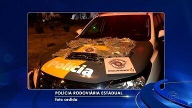 Estudante de medicina é preso com 100 cápsulas de cocaína em ônibus - Um estudante de medicina de 39 anos foi preso em flagrante nesta segunda-feira (14) em Araçatuba (SP) transportando 100 cápsulas de cocaína, totalizando um quilo da droga.