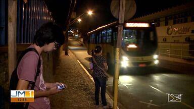 População reclama da falta de segurança em paradas de ônibus em São Luís - Quem espera os ônibus nas paradas, vive assustado com a ação de bandidos, principalmente à noite.