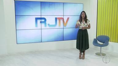 RJ1 Inter TV - Edição de terça-feira, 15 de outubro de 2019 - Apresentado por Ana Paula Mendes, o telejornal da hora do almoço traz as principais notícias das regiões Serrana, dos Lagos, Norte e Noroeste Fluminense.