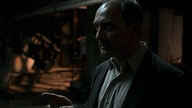 Das 2h às 3h da Manhã - Kim percebe que está em apuros; David descobre trama que pode complicar sua eleição. A morte de Walsh pode custar o trabalho de Jack.