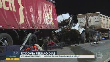 Acidentes envolvendo 11 veículos deixam 2 feridos em Itatiaiuçu - Nesta quinta-feira, pista permanecia parcialmente interditada, no sentido BH, na altura do km 540 da BR 381.