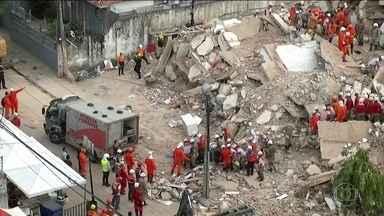 Bombeiros retiram quarto corpo dos escombros do prédio que desabou em Fortaleza - Subiu para quatro o número de mortes confirmadas no desabamento do Edifício Andrea, em Fortaleza. Os bombeiros tiraram o corpo de um homem, dos escombros, na manhã desta quinta-feira (17).