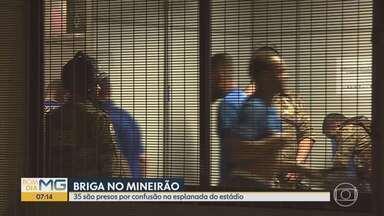 Imagens mostram confusão que resultou em 35 detidos no Mineirão, em Belo Horizonte - Ao todo, 38 torcedores foram detidos, mas 3 foram liberados. Segundo PM, um segurança teve orelha cortada ao meio.