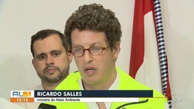 Ministro do Meio Ambiente sobrevoa litoral alagoano - Ele comentou a situação das manchas de óleo, que continuam a aparecer.