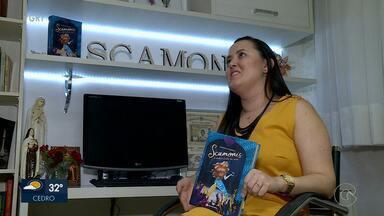 Marcela Franca lança livro 'Scamonis - o outro lado de mim' em Petrolina - A obra conta a historia de uma menina que morava no fundo do mar e sonhava em ser bailarina