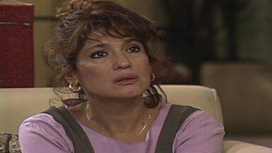 Capítulo de 09/08/1993 - Floriano se irrita com Isaura porque ela não contou que Raquel estava viva. Raquel diz para Clarita que ela deve avisar Marcos e Ruth sobre seu retorno. Donato põe fogo nos barcos.