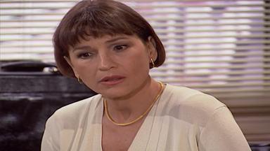 Capítulo de 01/10/1998 - Lúcia mente e diz a Marta que não tem nada com Alexandre. Lúcia pede para que Alexandre se afaste dela. Henrique pressiona Ângela e Celeste. Lúcia e Alexandre se beijam.