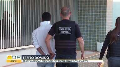 No DF, 32 traficantes foram presos em operação do MP e Polícia Civil - Com os criminosos, os investigadores apreenderam armas, um cofre, drogas e R$ 61 mil.