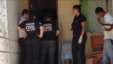 Corpo de mulher é encontrado enterrado na própria casa, no interior de MG - O ex-companheiro da vítima confessou ter estrangulado a mulher.