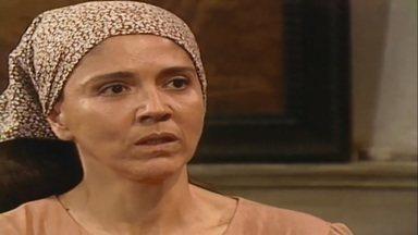 Capítulo de 16/08/1989 - Ascânio propõe a Artur e a Modesto que o ajudem com o complexo turístico. Perpétua e Tonha brigam por causa da dívida de Timóteo. Letícia e Carol chegam em Santana.