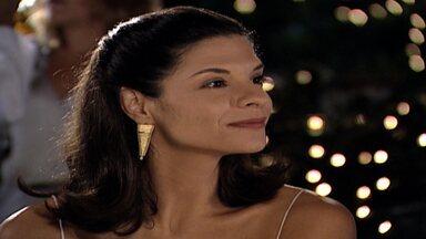 Capítulo de 14/06/2000 - Capitu deixa Bruninho com Clarice e sai para um programa. Todos celebram a chegada do ano 2000. Alma apresenta Pedro a Cíntia. Uma cigana prevê uma jovem entre Edu e Helena.