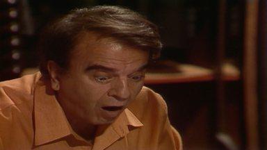Capítulo de 28/08/1989 - Osnar visita Carol e eles se beijam. Elisa tenta seduzir o marido, mas ele reclama do estômago. Aída conta a Modesto que Perpétua queria lhe falar algo sobre Carol. Elisa desaparece.