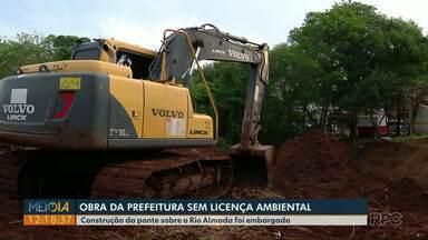 Obra da prefeitura de Foz do Iguaçu é embarga por falta de licença ambiental - Dois servidores foram levados para a delegacia.