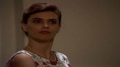 Capítulo de 25/11/1989 - Tieta manda Ricardo embora, mas revela a Carmosina seu amor por ele. Aída pede que Osnar passe a noite com Carol. Leonora induz Ascânio a querer pedir sua mão. O coronel chega à igreja.