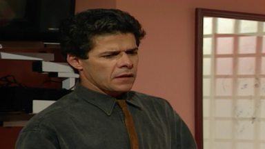 Capítulo de 31/10/1990 - Felipe comunica aos filhos que deixou o emprego e que será envolvido num escândalo. Isadora revela a André que Valentina está voltando e vai ficar no lugar de Claudio.
