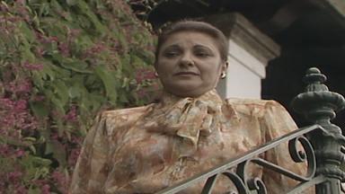 Capítulo de 31/03/1988 - Heitor pede conselhos a Fernando. No primeiro dia de trabalho na fazenda, Cláudia descobre que Fernando é um Flores e fica intrigada.