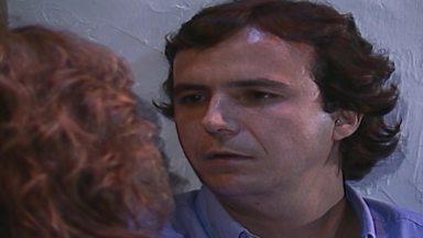 Capítulo de 03/09/1988 - Beth flagra Rafael dançando com Helô e eles brigam. Altino pressiona Donato e pergunta por que ele mentiu sobre a ida de Joana à sua casa. Fernando vê Vitor saindo da ilha.