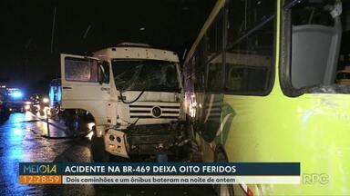 Acidente entre caminhões e ônibus deixa oito pessoas feridas na Avenida das Cataratas - Batida foi no começo da noite de sexta-feira (18).