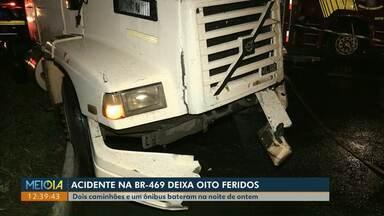 Acidente na Avenida das Cataratas deixa oito feridos - Dois caminhões e um ônibus bateram na noite de ontem bateram na noite de sexta-feira (18).