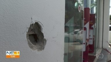 Após assalto a farmácia, tiroteio deixa um criminoso morto, um ferido e policial baleado - Crime aconteceu no bairro da Encruzilhada, na Zona Norte do Recife.