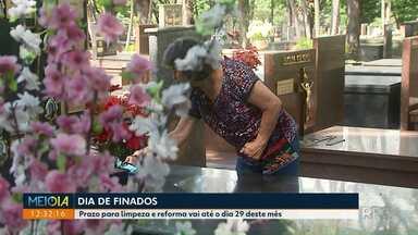 Começam as preparações para o dia de Finados - Prazo para limpeza e reforma dos túmulos em Maringá vai até o dia 29 deste mês.