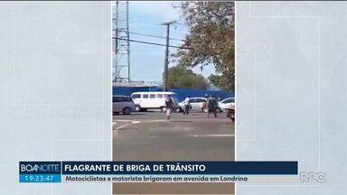 Motorista e motociclistas brigam em avenida de Londrina - Todos os envolvidos na discussão foram levados para a delegacia e liberados.