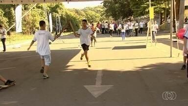 Crianças se divertem com brincadeiras de rua no Viver Cidade, em Aparecida de Goiânia - Edição aconteceu neste sábado (19) no Parque Municipal Lafaiete Campos Filho.