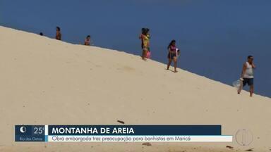 Obra embargada traz preocupação para banhistas em Maricá - Assista a seguir.