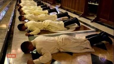 Grupo católico é investigado pelo Ministério Público por abusos e humilhações - Os rituais dos Arautos do Evangelho são questionados até pelo Vaticano, que nomeou um interventor.