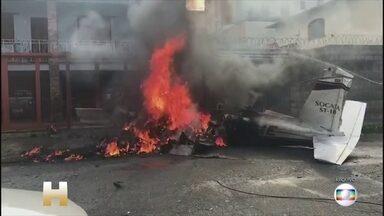 Três pessoas morrem e três ficam feridas após queda de avião em Belo Horizonte - O vídeo divulgado na internet mostra o avião decolando, depois perdendo altitude, retornando, mas logo após caindo. Uma fumaça preta se espalhou.