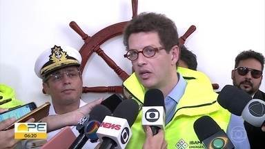 Ministros se reúnem em Pernambuco para tratar sobre óleo no litoral - Ao todo, oito municípios foram afetados desde que a substância retornou às praias pernambucanas.