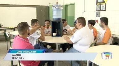 Estudantes de Cachoeira Paulista são premiados com projeto sobre água - Eles desenvolveram um filtro de água com casca de banana.