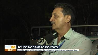 Motoristas e fiscal são assaltados em ponto de ônibus em Vitória - Caso ocorreu no bairro Mário Cypreste, na noite desta terça-feira (22). A Polícia Civil investiga o caso e informou que até o momento ninguém foi preso.
