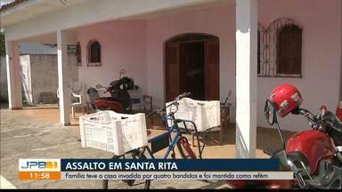 Família tem casa invadida por quatro bandidos e é mantida refém em Santa Rita - Assaltantes roubaram vários eletrodomésticos, roupas e documentos
