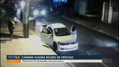 Câmera flagra roubo de carro na Zona 7 - Crime aconteceu na noite de terça-feira (22).