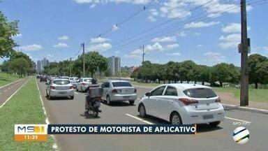 Motoristas de aplicativo protestam contra soltura de homem que matou profissional - Crime foi em maio em condomínio da Capital e assassino foi para semiaberto