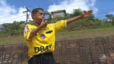 Crianças com sonho de virar árbitros de futebol recebem incentivo em Salvador - Projeto pioneiro no Brasil, DBAF treina crianças com este desejo. Conheça.